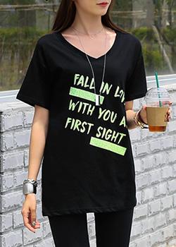 """487434 - <font color=""""878787""""><font face=""""굴림"""">一目でVネック捺染Tシャツ</font></font>"""